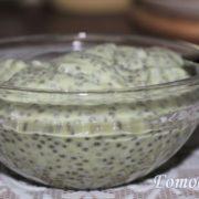 Чиа пудинг на молоке с авокадо